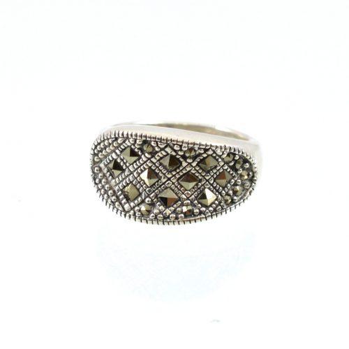 Διαχρονικό οξειδωμένο δαχτυλίδι με καρφωμένους μαρκασίτες