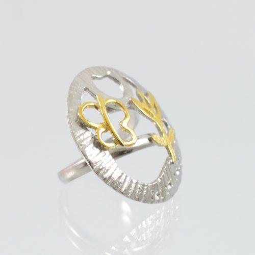 Μοντέρνο χειροποίητο δαχτυλίδι με εικαστικό θέμα