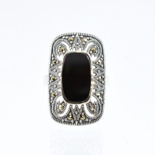 Διαχρονικό οξειδωμένο δαχτυλίδι με καρφωμένους μαρκασίτες και με μαύρη πέτρα