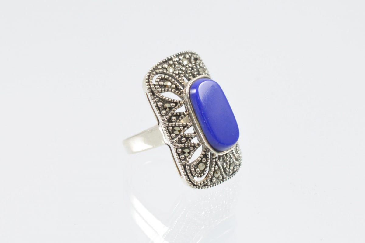 Διαχρονικό οξειδωμένο δαχτυλίδι με καρφωμένους μαρκασίτες και με μπλε πέτρα